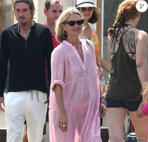 Kate Moss en vacances à Saint-Tropez. Le 7 août 2019.
