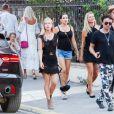 Kate Moss et ses amis Sadie Frost, Darren Strowger et Lady Mary Charteri en vacances à Saint-Tropez. Le 6 août 2019.