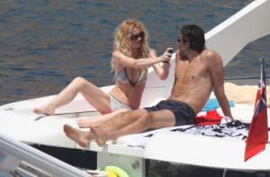 La star du Bayern Luca Toni et son top model en vacances, c'est... euh... très chaud !