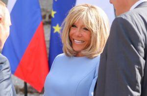 Brigitte Macron sans son attelle et élégante en robe courte face à Poutine