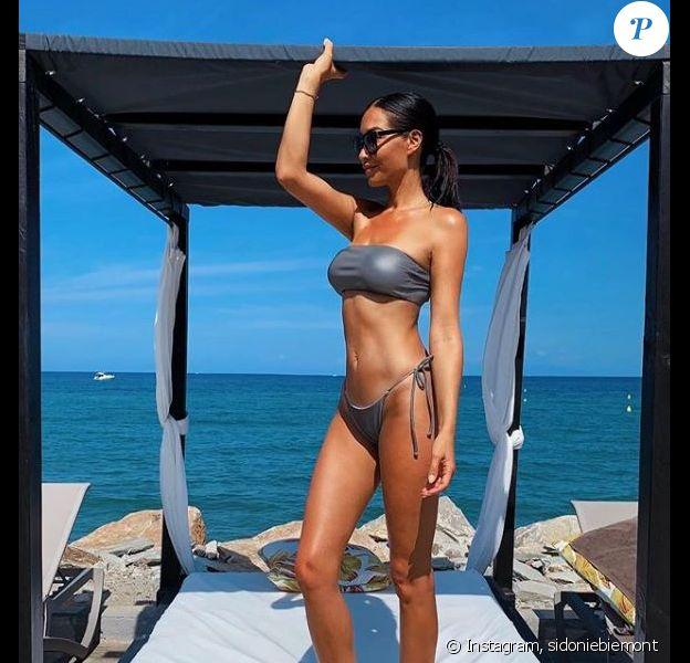 Sidonie Biémont en bikini pendant ses vacances, révèle ses secrets bonheur sur Instagram le 18 août 2019.