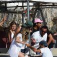 """Exclusif - Heidi Klum et son mari Tom Kaulitz se rendent au célèbre et étonnant site """"grotta Azzurra"""" (grotte bleue) de Capri, accessible uniquement par petits bateaux, le 5 août 2019 à Capri, Italie. En dépit des avertissements, Heidi, ses enfants Helene, Johan, Lou, Henry Samuel, son mari Tom Kaulitz, Bill Kaulitz n'ont pas manqué l'occasion de sauter dans l'eau de la grotte pendant la visite, alors que ceci est totalement interdit et l'amende pour cette infraction peut aller jusqu'à 6000€. A la sortie de la grotte, la police, probablement tenue au courant, prenait des photos du groupe visiblement très humide (Les preuves étaient des cheveux et un maillot de bain mouillé) !!!! . La police s'est disputé avec les marins des petits bateaux."""