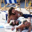 Heidi Klum avec son mari Tom Kaulitz et son beau-frère Bill Kaulitz - Exclusif - Heidi Klum et son mari Tom Kaulitz se relaxent et se baignent avec leurs amis après avoir déjeuné au restaurant La Fontelina, le lendemain de leur mariage à Capri en Italie. Le couple s'embrasse et se câline. Le 4 août 2019