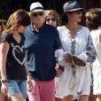 Michael Douglas et sa femme Catherine Zeta-Jones - L'acteur hollywoodien M.Douglas et sa femme C.Zeta-Jones sont en vacances à Portofino, en Italie. Le couple se promène en ville, main dans la main, Catherine est très élégante dans sa robe blanche avec son chapeau, tandis que Michael, âgé de 74 ans, porte une tenue plus décontractée avec son polo bleu et son short rose. Michael fait profiter de la vue à son interlocuteur lors d'un appel en face time alors qu'il revenait à son yacht. Portofino, le 31 juillet 2019.