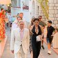 Michael Douglas et sa femme Catherine Zeta Jones (qui porte une robe noire très décolletée) arrivent à l'anniversaire de Lawrence Sheldon Strulovitch à Capri, le 20 juillet 2019.