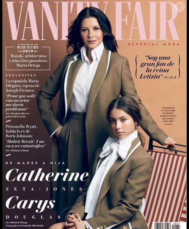 Catherine Zeta-Jones et sa fille Carys en couverture de vanity Fair espagne (Septembre 2019).
