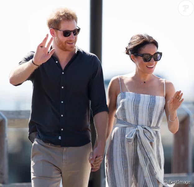 Le prince Harry, duc de Sussex, et Meghan Markle (enceinte), duchesse de Sussex, se promènent sur Kingfisher Bay Resort à Fraser Island, à l'occasion de leur voyage officiel en Australie. Le 22 octobre 2018 22 October 2018.