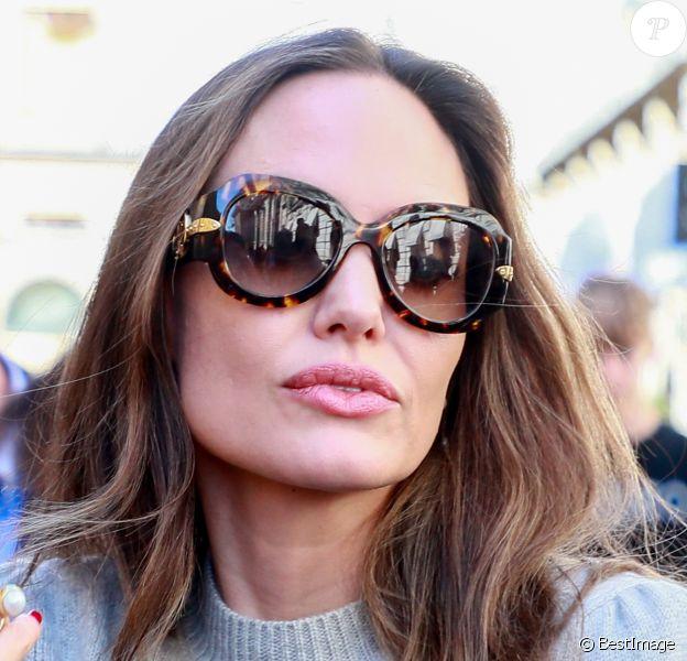 Angelina Jolie à la sortie de l'hôtel de Crillon à Paris le 9 juillet 2019.
