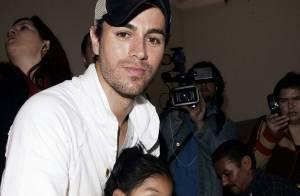 Enrique Iglesias au chevet d' enfants malades au Mexique...