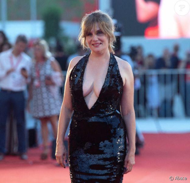 """Emanuelle Seigner assiste à la projection du film """"J'accuse !"""" lors du 76ème festival du film de Venise. Le 30 août 2019."""