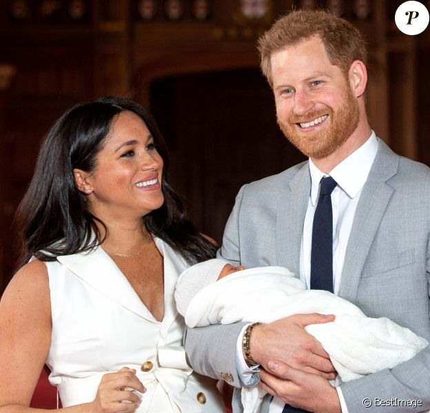 Le prince Harry et Meghan Markle, duc et duchesse de Sussex, lors de la présentation de leur fils Archie au château de Windsor le 8 mai 2019.