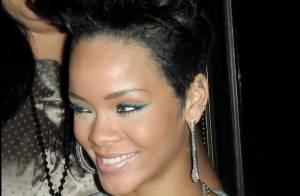 Rihanna : après le pantalon, c'est le haut qu'elle oublie ! Presque... topless dans un club !