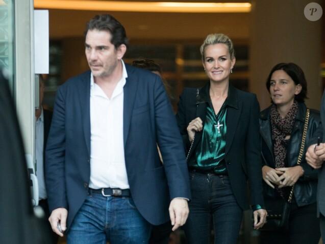 Sébastien Farran et Laeticia Hallyday sortant des locaux de TF1 à Boulogne-Billancourt le 19 octobre 2018.
