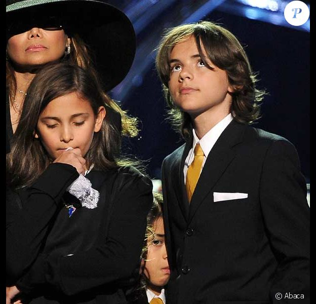 Les enfants de Michael Jackson au Staples Center le 7 juillet 2009 lors de l'hommage public à leur papa...