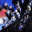 Le cercueil de Michael Jackson porté par ses frères émus aux larmes, qui quitte le Staples Center