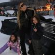 Mariah Carey et ses jumeaux Monroe et Moroccan au ski à Aspen (Colorado). Décembre 2018.