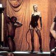 """Heather Graham, sexy et dominatrice, dans """"Le gourou et les femmes"""" !"""