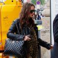 Keira Knightley, enceinte et son mari James Righton sont à Paris à l'occasion du défilé croisière Chanel. Keira porte une robe jaune imprimée léopard, un perfecto, des bottes et un sac à main Chanel en cuirs. Départ de Paris pour Londres, le 3 mai 2019.