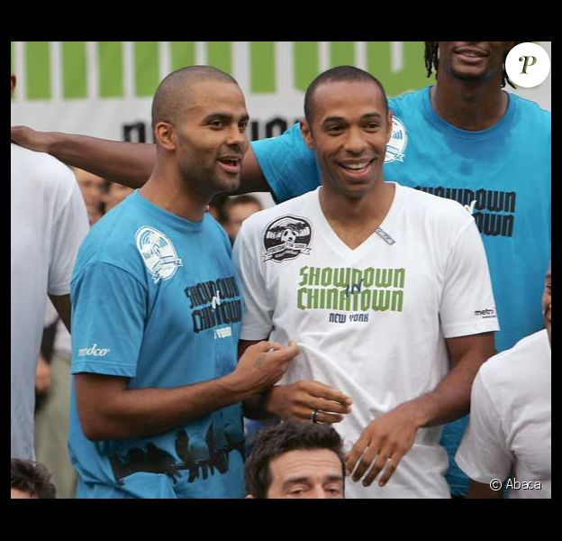 Thierry Henry et Tony Parker participent à un match de foot de charité à New York