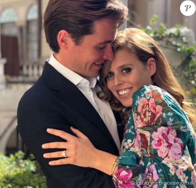 La princesse Beatrice et Edoardo Mapelli Mozzi ont annoncé leurs fiançailles le 26 septembre 2019.
