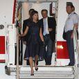 La reine Letizia d'Espagne (en robe Carolina Herrera) arrive à Maputo au Mozambique le 28 avril 2019.