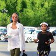 Christina Milian enceinte et sa fille Violet Madison Nash se balade dans les rues de Los Angeles. Christina attend un enfant avec son compagnon M. Pokora. Le 31 juillet 2019