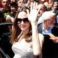 Angelina Jolie à la sortie du magasin Guerlain sur l'avenue des Champs-Élysées à Paris, en France, le 9 juin 2019.