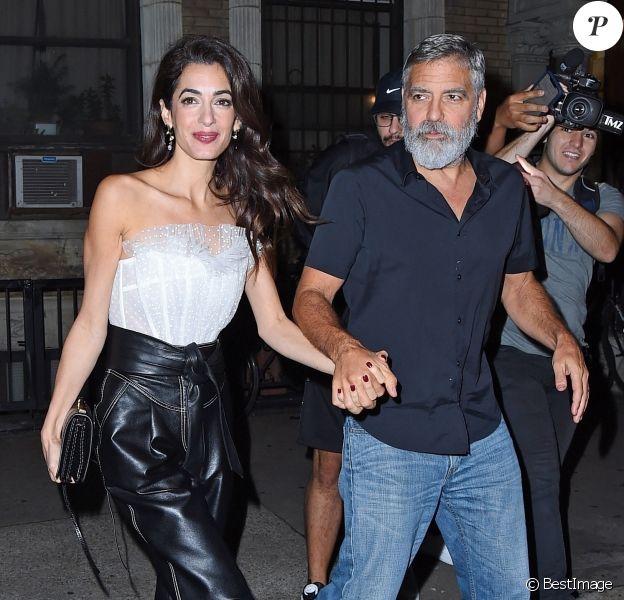 """Exclusif - George et Amal Clooney fêtent leur cinquième anniversaire de mariage au restaurant """"4 Charles Prime Rib"""" à New York, le 26 septembre 2019. Ils y ont dîné avec Cindy Crawford et Rande Gerber."""