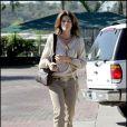 Total look beige pour Cindy Crawford, qui se balade tranquillement dans les rues de L.A !
