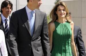 Quand la chic Letizia d'Espagne troque sa robe verte contre une blouse fluorescente... Elle est belle quand même !
