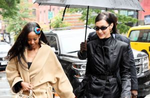 Bella Hadid : Stylée sous la pluie, pour son anniversaire en famille