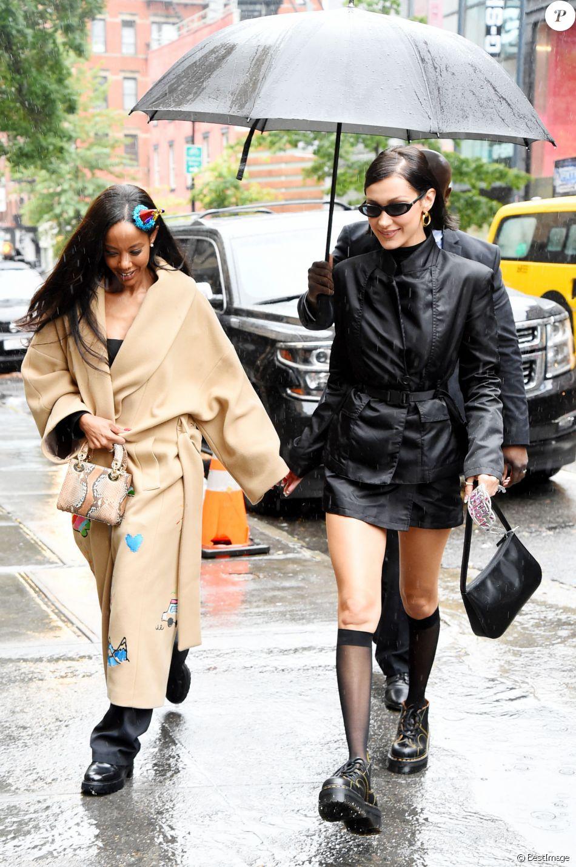 Bella Hadid et son amie Fanny Bourdette-Donon à New York, le 9 octobre 2019.