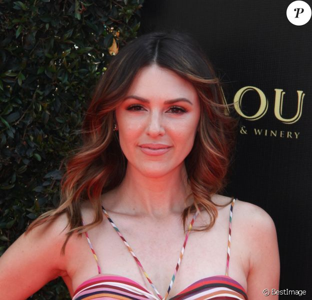 """Elizabeth Hendrickson - 45ème cérémonie annuelle """"Daytime Emmy Awards"""" au Pasadena's Civic Auditorium à Pasadena, le 29 avril 2018."""