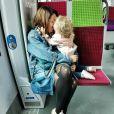 Daniela Martins complice avec sa fille dans un train, sur Instagram,le 6 octobre 2019