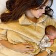 Nabilla se repose avec son fils Milann dans ses bras, sur Instagram le 14 octobre 2019.