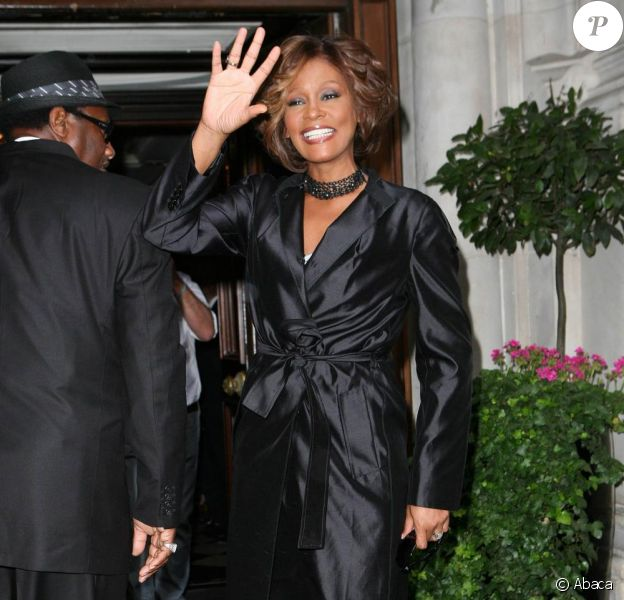 Whitney Houston arrive à Londres pour faire la promotion de son nouvel album I look to you. 14/07/09