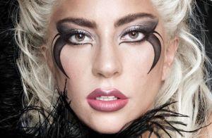 Lady Gaga : Un fan la fait tomber de scène à Las Vegas... et ça fait mal