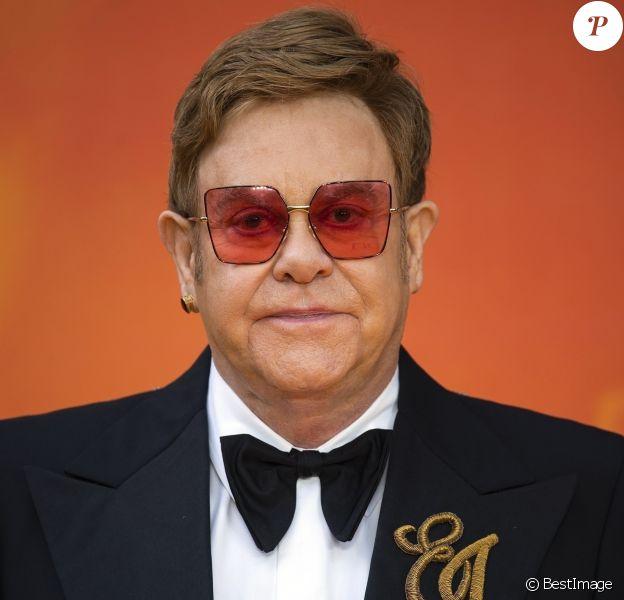 """Elton John à la première du film """"Le Roi Lion"""" au cinéma Odeon Luxe Leicester Square à Londres, le 14 juillet 2019."""