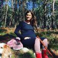 Tania Young met en avant son baby bump sur Instagram, le 16 octobre 2019