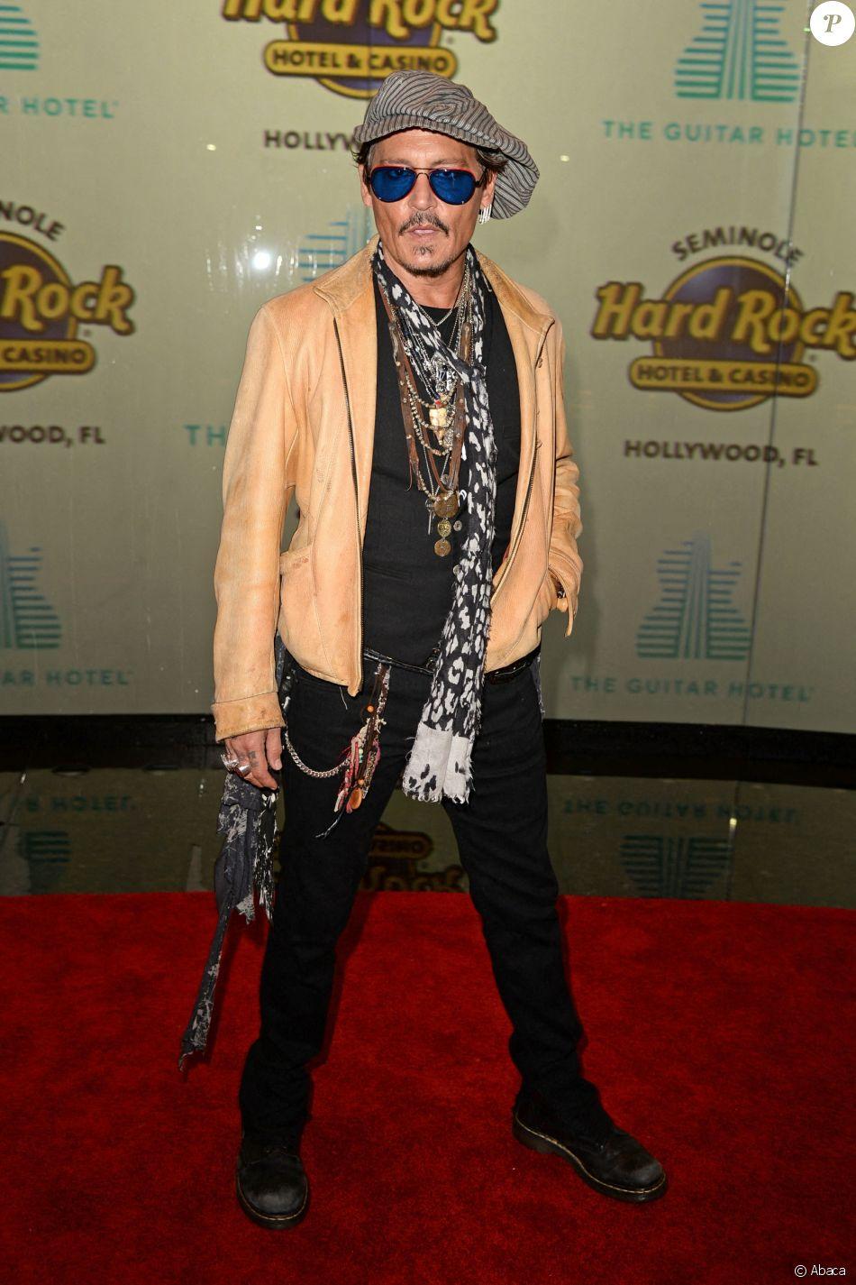 """Johnny Depp assiste à l'ouverture du """"Guitar Hotel"""" au """"Seminole Hard Rock Hotel et Casino"""" à Hollywood en Floride, le 24 octobre 2019."""