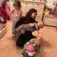 Hilaria Baldwin et ses trois enfants. Janvier 2018.