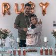 Kevin Guedj et Carla Moreau, parents d'une petite Ruby, sur Instagram le 9 octobre 2019.