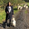 Natalie Imbruglia a partagé cette photo d'elle avec son bébé, en promenade, sur Instagram, le 25 octobre 2019.