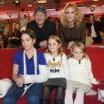 Philippe Poupon avec sa femme Géraldine Danon et leurs enfants, Loup (le fils que la comédienne a eu avec Titouan Lamazou), Marion et Laura dans Vivement dimanche à Paris le en octobre 2014.