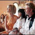 Johnny et Laeticia Hallyday avec leur fille Jade au cours du baptême de Joy à Gstaad en Suisse le 5 juillet 2009