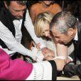 Johnny, Laeticia Hallyday et Joy au cours du baptême de cette dernière à Gstaad en Suisse le 5 juillet 2009, ici avec Hélène Darroze et Jean-Claude Darmon