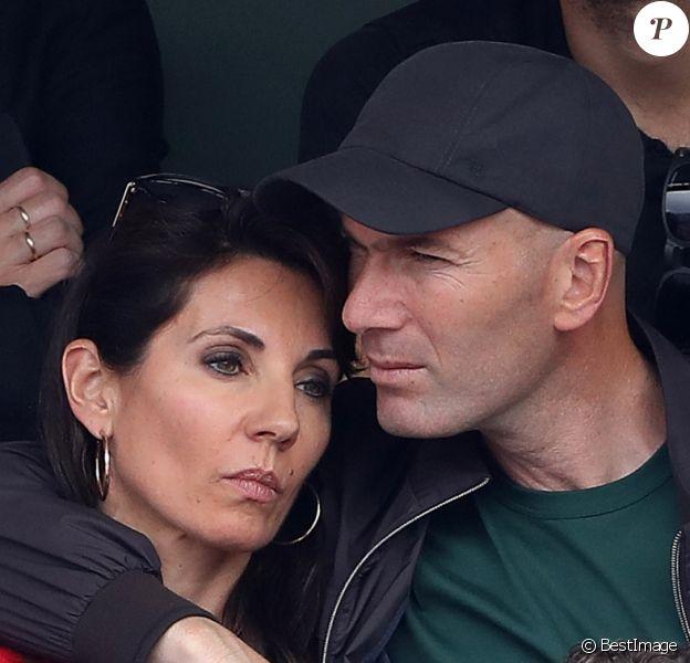 Zinédine Zidane et sa femme Véronique dans les tribunes des Internationaux de France de Tennis de Roland Garros à Paris, le 10 juin 2018. © Dominique Jacovides - Cyril Moreau/Bestimage