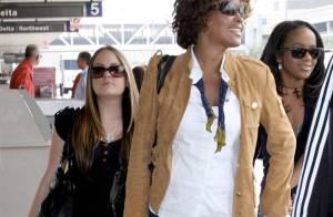 Whitney Houston : Pour s'envoler vers Londres, elle opte pour des baskets branchées... mais reste classe !