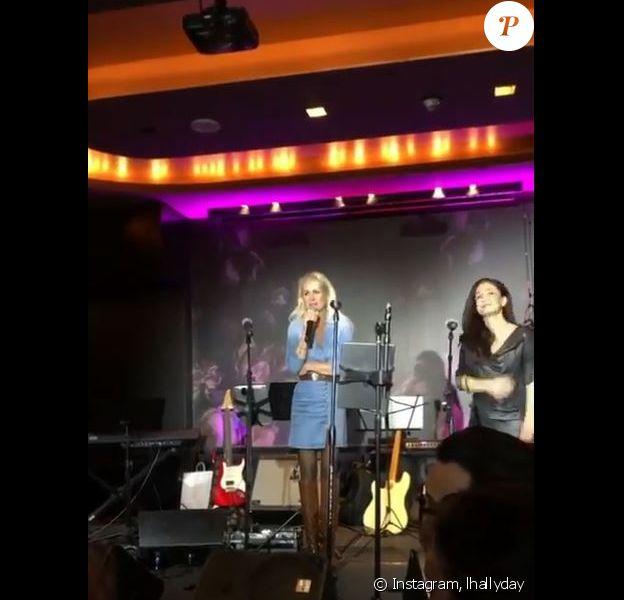Laeticia Hallyday et ses filles Jade et Joy ont assisté à un concert hommage à Johnny Hallyday, à Los Angeles, le 16 novembre 2019