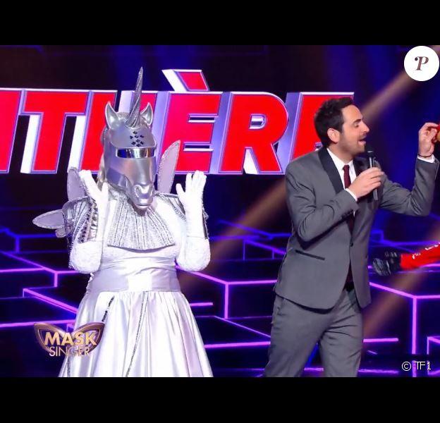 """Portrait et performance de la Licorne, personnage de """"Mask Singer"""" sur TF1."""